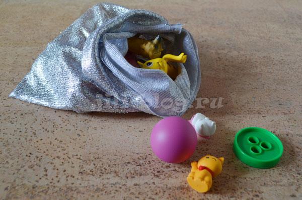 Складываем и выкладываем игрушки из мешка