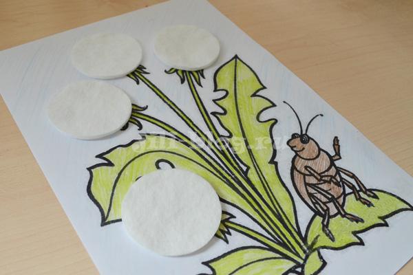Поделка Одуванчики из ватных дисков