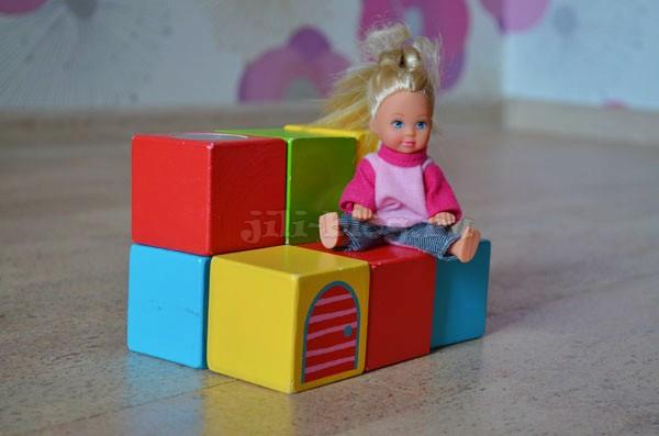 Строим скамеечку из кубиков