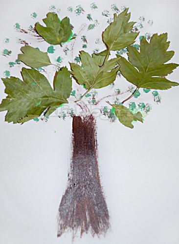 Осенняя поделка. Дерево с листочками