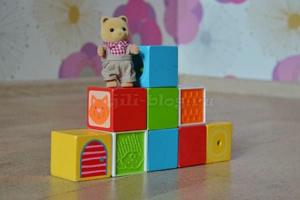 Строим лесенку из кубиков