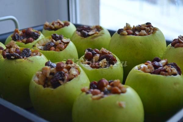 Начиняем яблоки