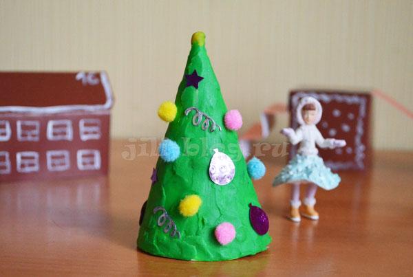Поделка Елка из пластилина для детей