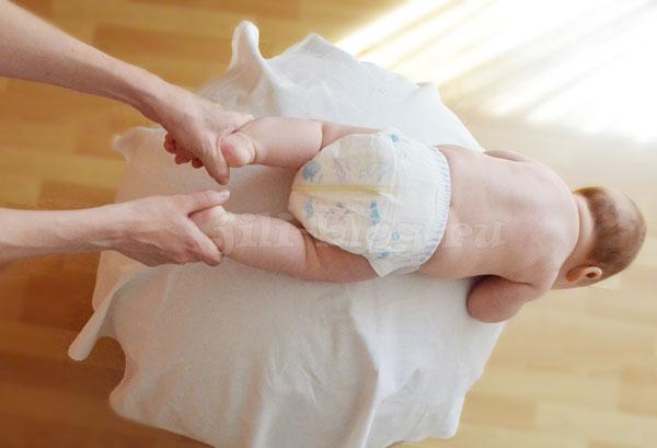 Гимнастика на мяче ребенку 2 месяцев