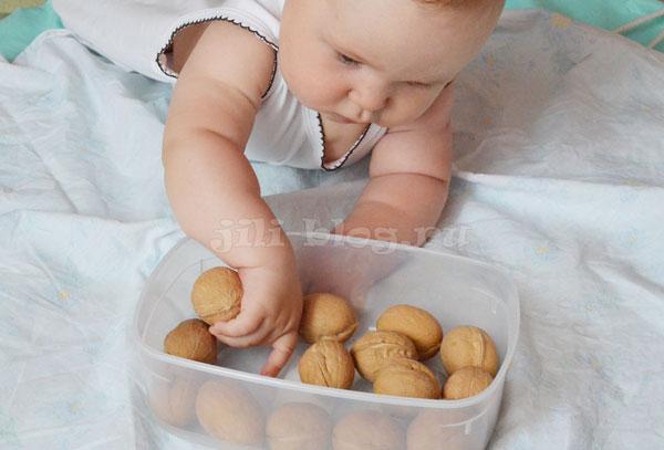 Первая сенсорная коробка для малыша
